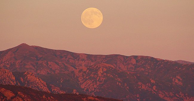 Full Pink Moon to Appear In the Night Sky on April 26 as One of 2021's Few Supermoons