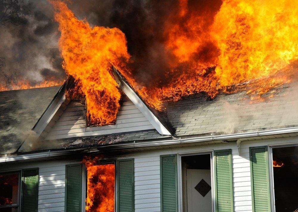 Casa en llamas. Fuente: Shutterstock