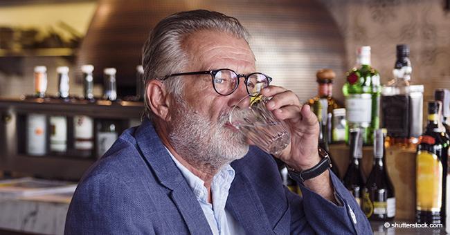 Old man drinking | Photo: Shutterstock