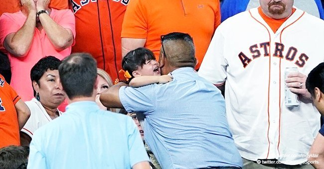 Little girl who got struck by foul ball being carried away at Minute Maid Park on May 29, 2019 | Photo: Twitter/Raleigh News Channel 
