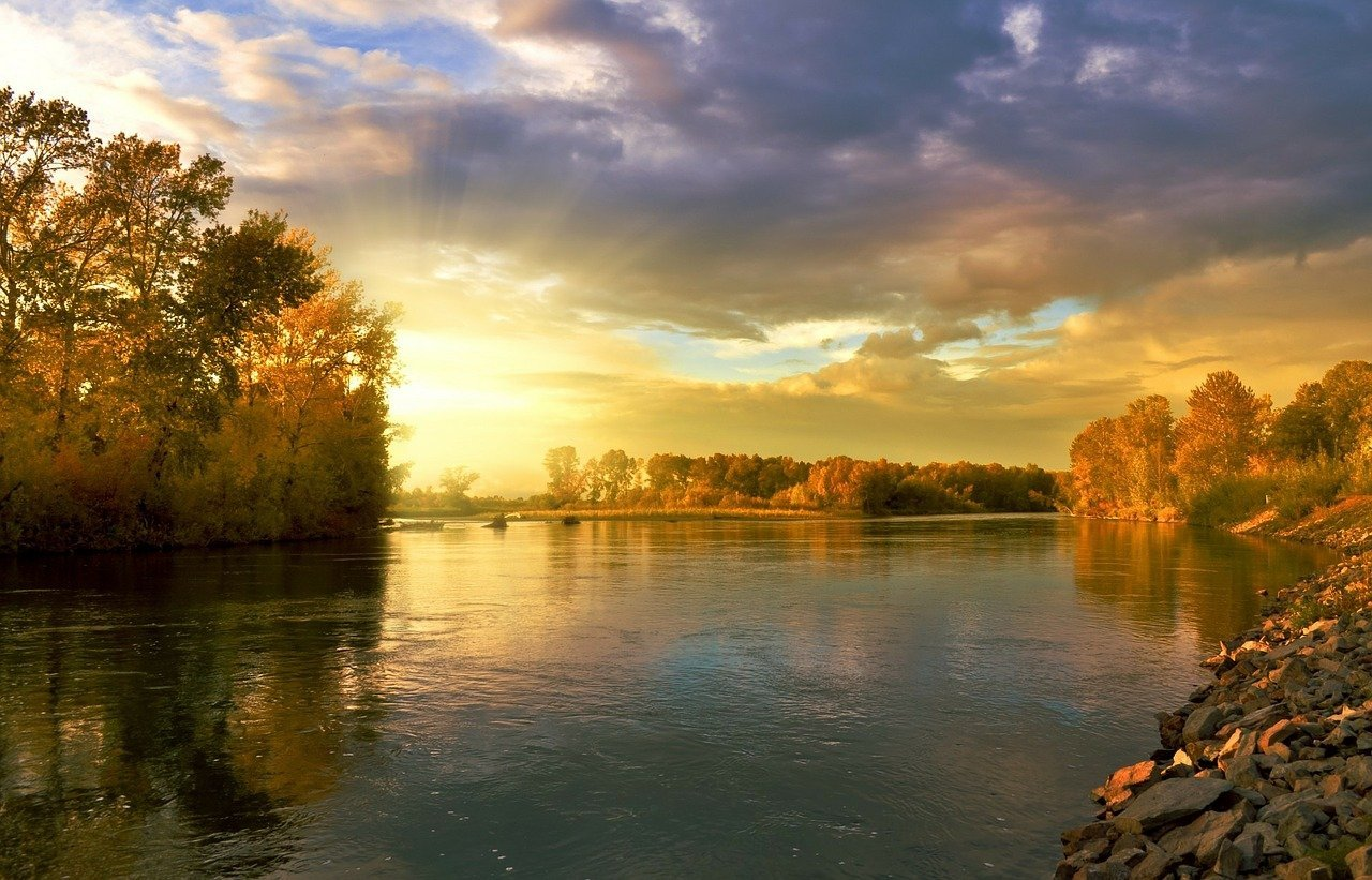 The picture of a serene looking river: Photo: Pixabay