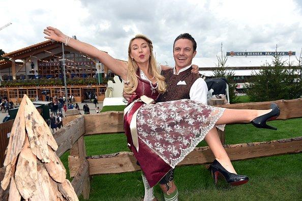 Stefan Mross und seine Freundin Anna-Carina Woitschak, Oktoberfest 2017 | Quelle: Getty Images