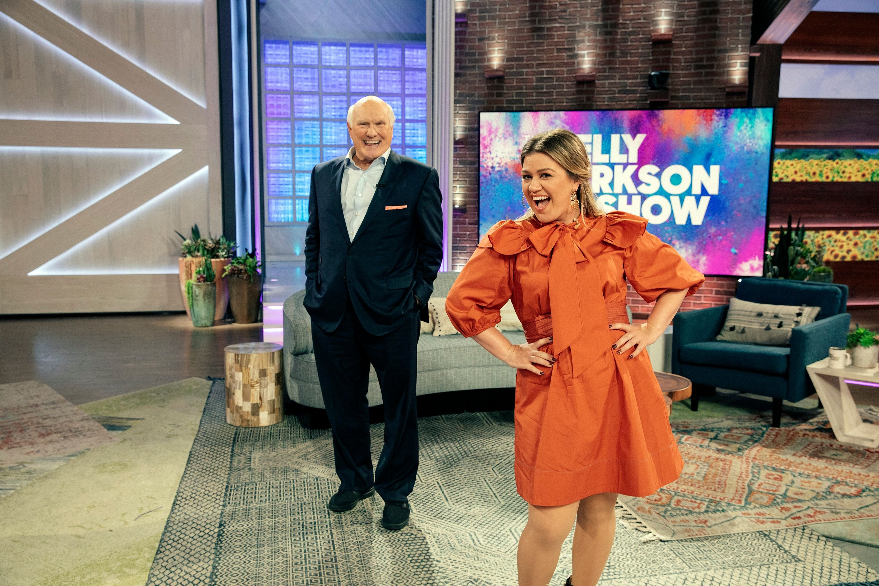 """Kelly Clarkson and Terry Bradshaw on season 2 of """"The Kelly Clarkson Show"""" onOctober 30, 2020 