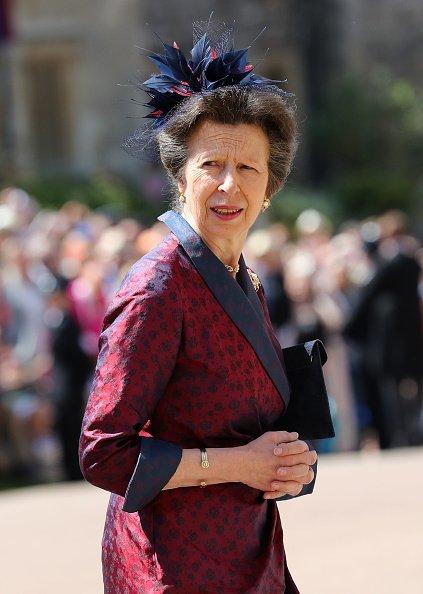 La Princesa Anne, la Princesa Real llega a la Capilla de San Jorge en el Castillo de Windsor antes de la boda del Príncipe Harry con Meghan Markle el 19 de mayo de 2018 en Windsor, Inglaterra.   Fuente: Getty Images