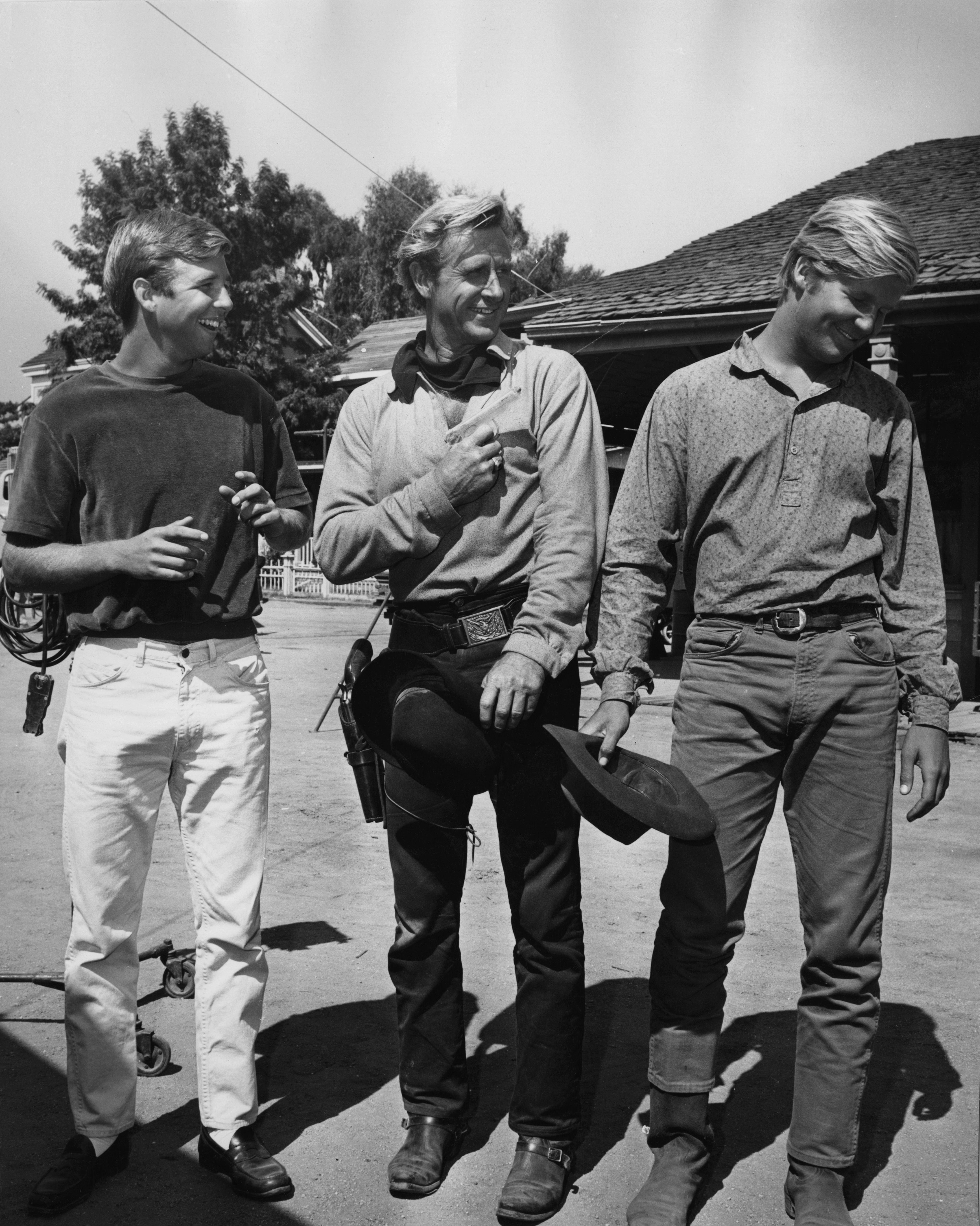 Lloyd Bridges with his sons Beau and Jeff on a western film set in 1975 | Source: Getty Images