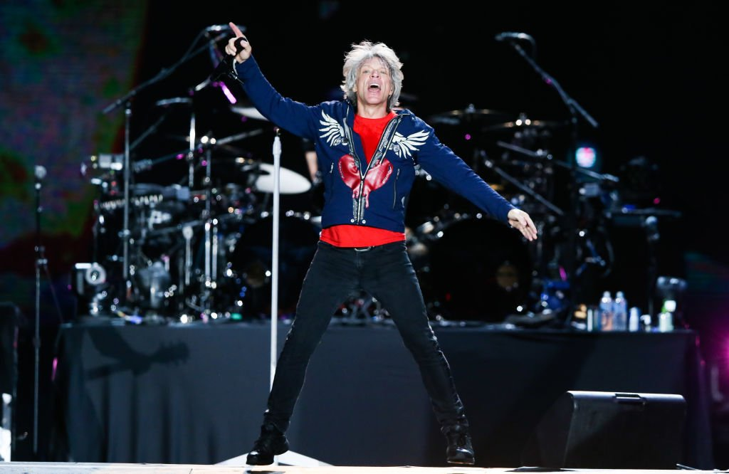 Jon Bon Jovi of the band Bon Jovi performs on stage during Rock In Rio day 3 at Cidade do Rock on September 29, 2019  | Photo: Getty Images