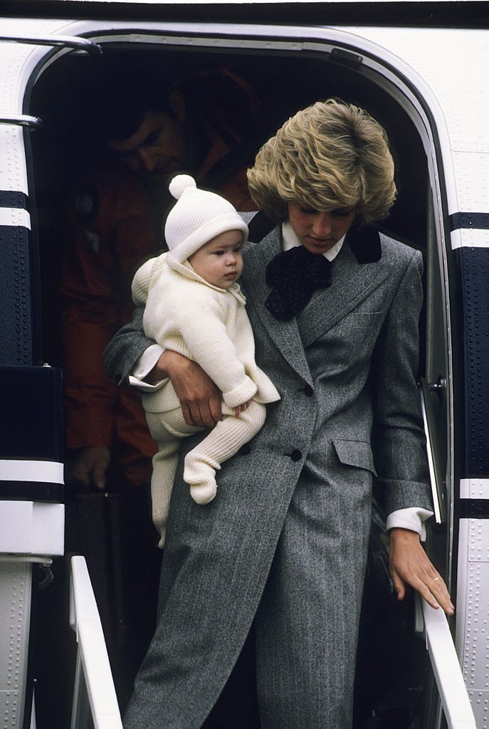 Diana, Princess of Wales carries her son, Prince Harry, off a flight at Aberdeen Airport. | Photo: Getty Images