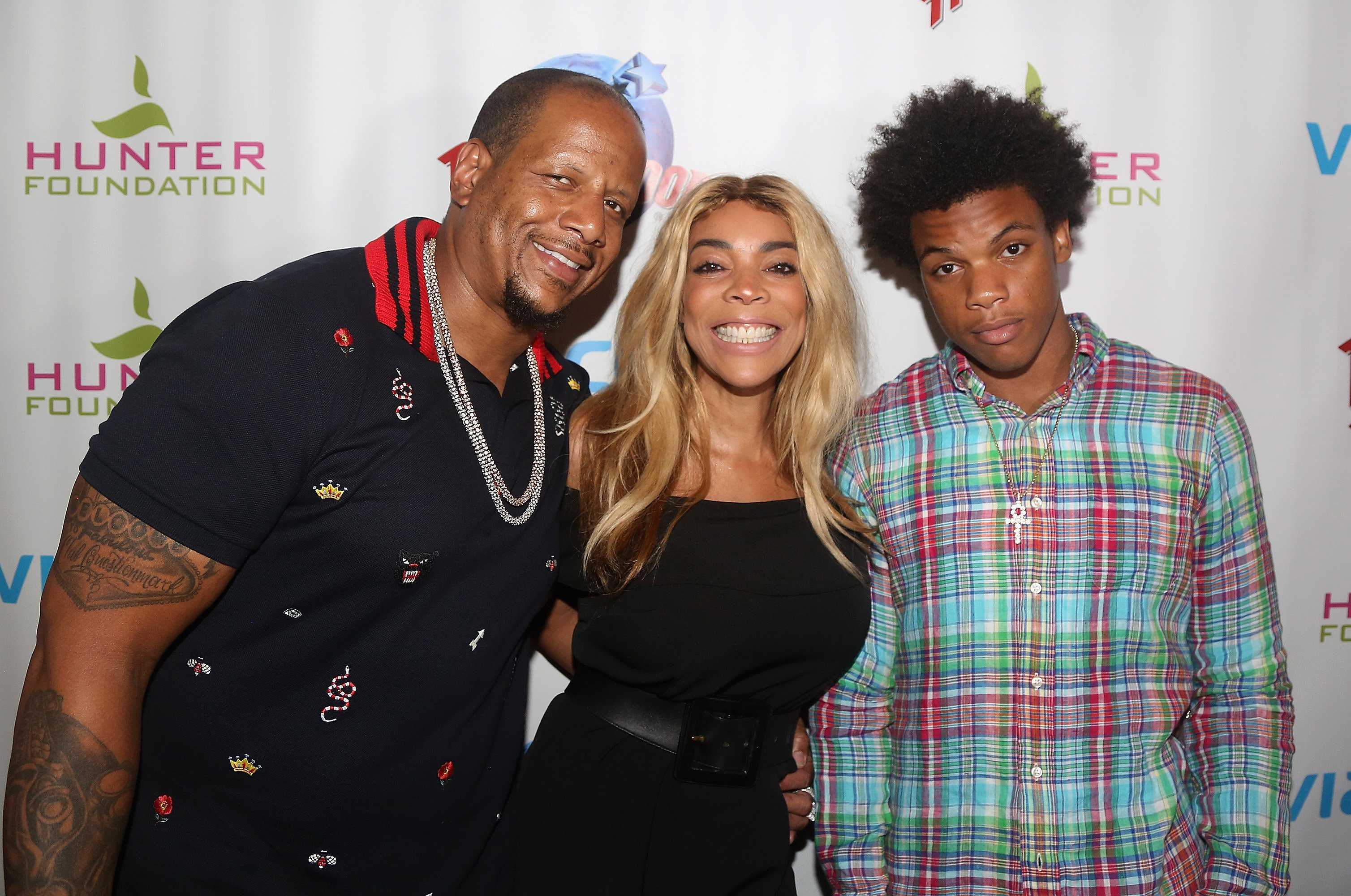 Kevin Hunter, wife Wendy Williams and son Kevin Hunter Jr pose at a celebration for The Hunter Foundation Charity on July 11, 2017. | Photo: Getty Images