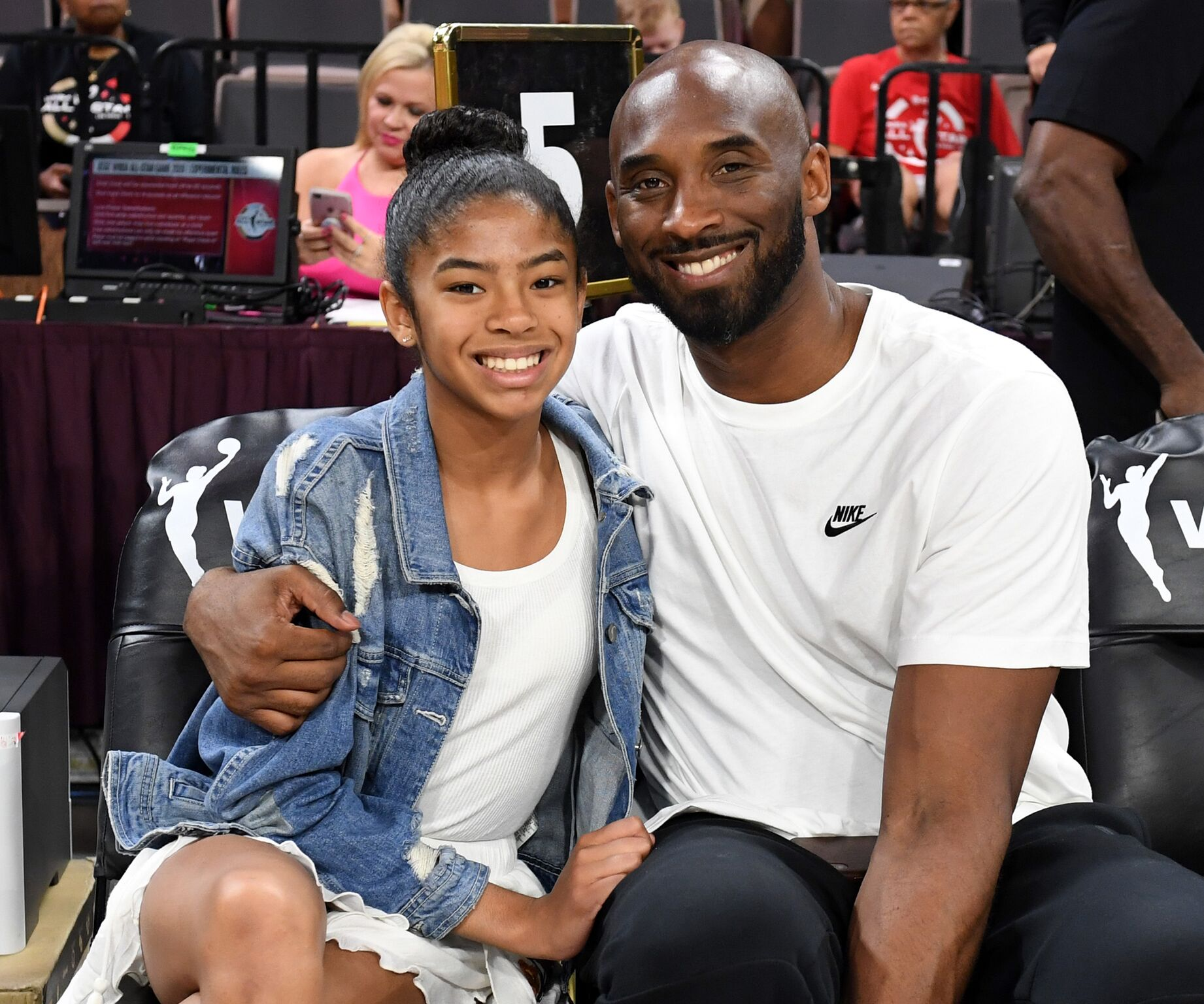 Kobe Bryant and his daughter Gianna Bryant attend a basketball game between the Los Angeles Lakers and the Atlanta Hawks at Staples Center on November 17, 2019 | Photo: Getty Images