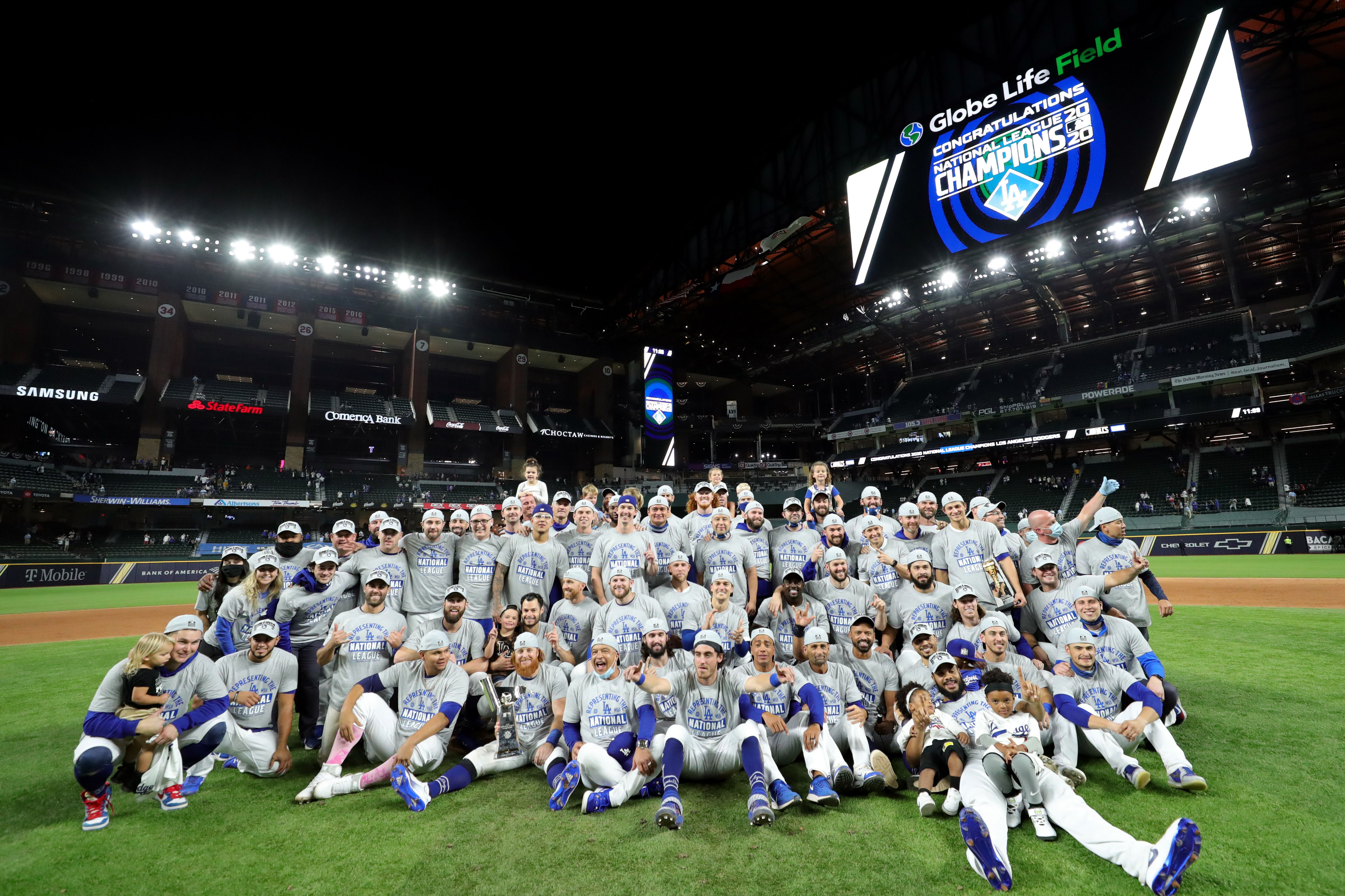 Members of the Los Angeles Dodgers pose for a team photo on the mound after defeating the Atlanta Brave in Game 7 of the NLCS at Globe Life Field on Sunday, October 18, 2020 | Photo: Getty Images