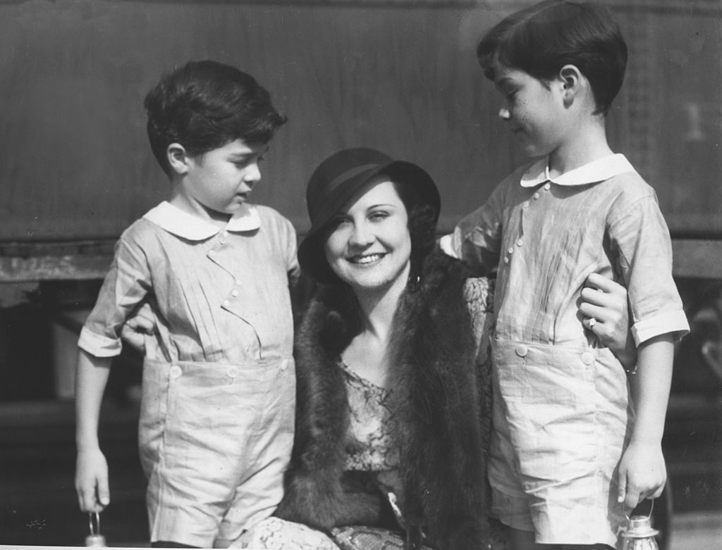 Portrait of Charlie Chaplin's ex wife, Lita Grey with her two sons Sidney and Charlie Chaplin jr. 1932 | Photo by Mondadori via Getty Images