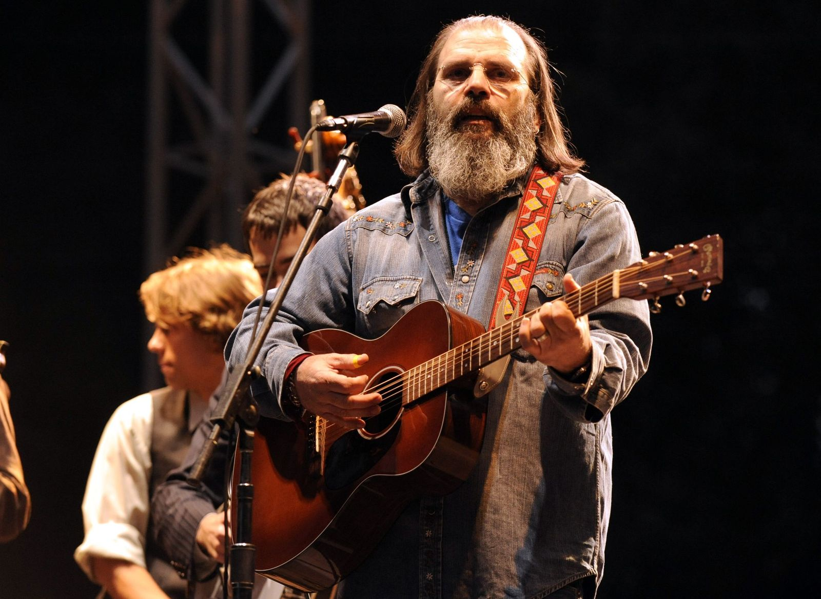Steve Earle performs with T Bone Burnett and Friends as part of Hardly Strictly Bluegrass 10 on October 1, 2010, in San Francisco, California | Photo: Tim Mosenfelder/Getty Images