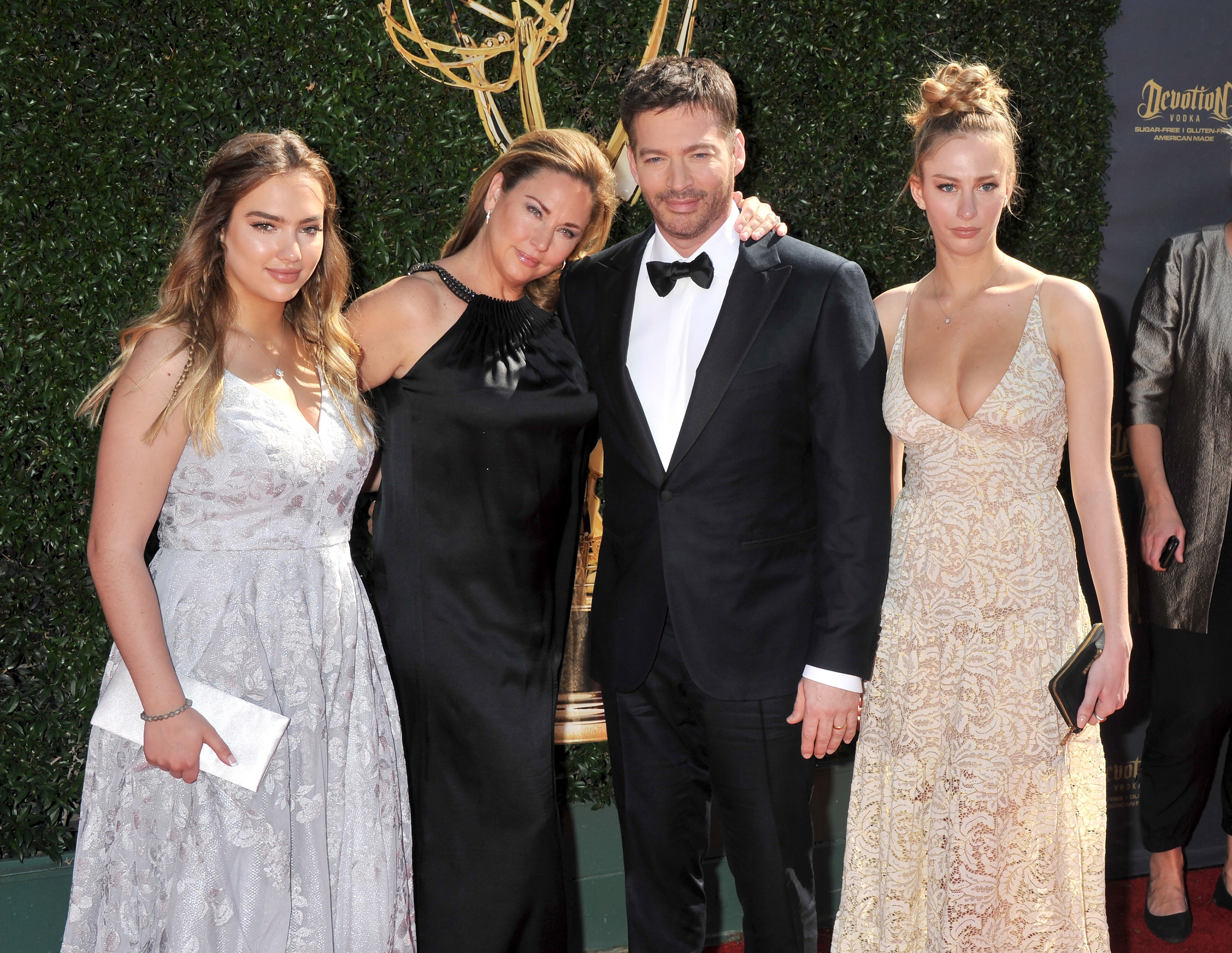 Harry Connick, Jr., wife Jill Goodacre and daughters arrive at the 44th Annual Daytime Emmy Awards at Pasadena Civic Auditorium | Photos :getty images
