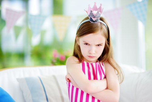Angry little girl. | Source: Shutterstock.