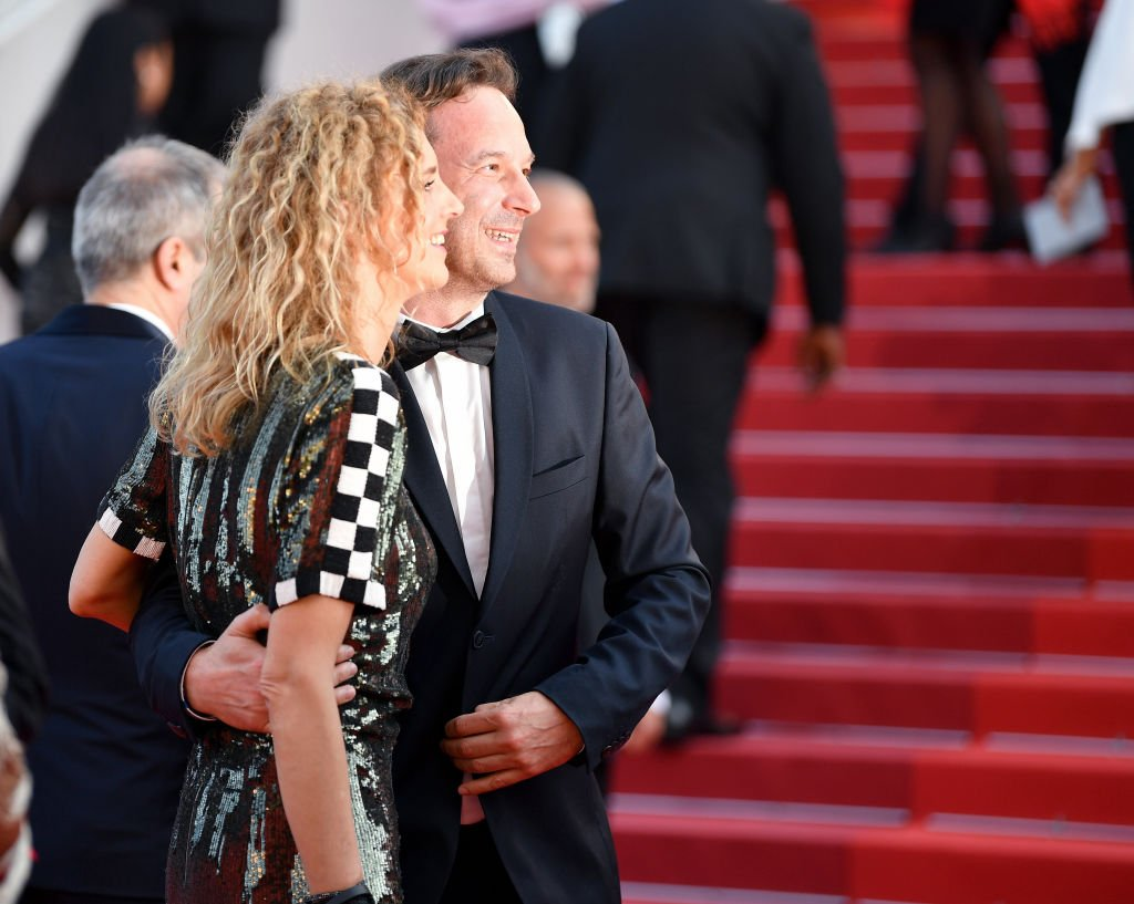 "Delphine De Vigan et François Busnel quittent la projection de ""Basé sur une histoire vraie"" lors du 70e Festival du film de Cannes au Palais des Festivals le 27 mai 2017 à Cannes, France. 