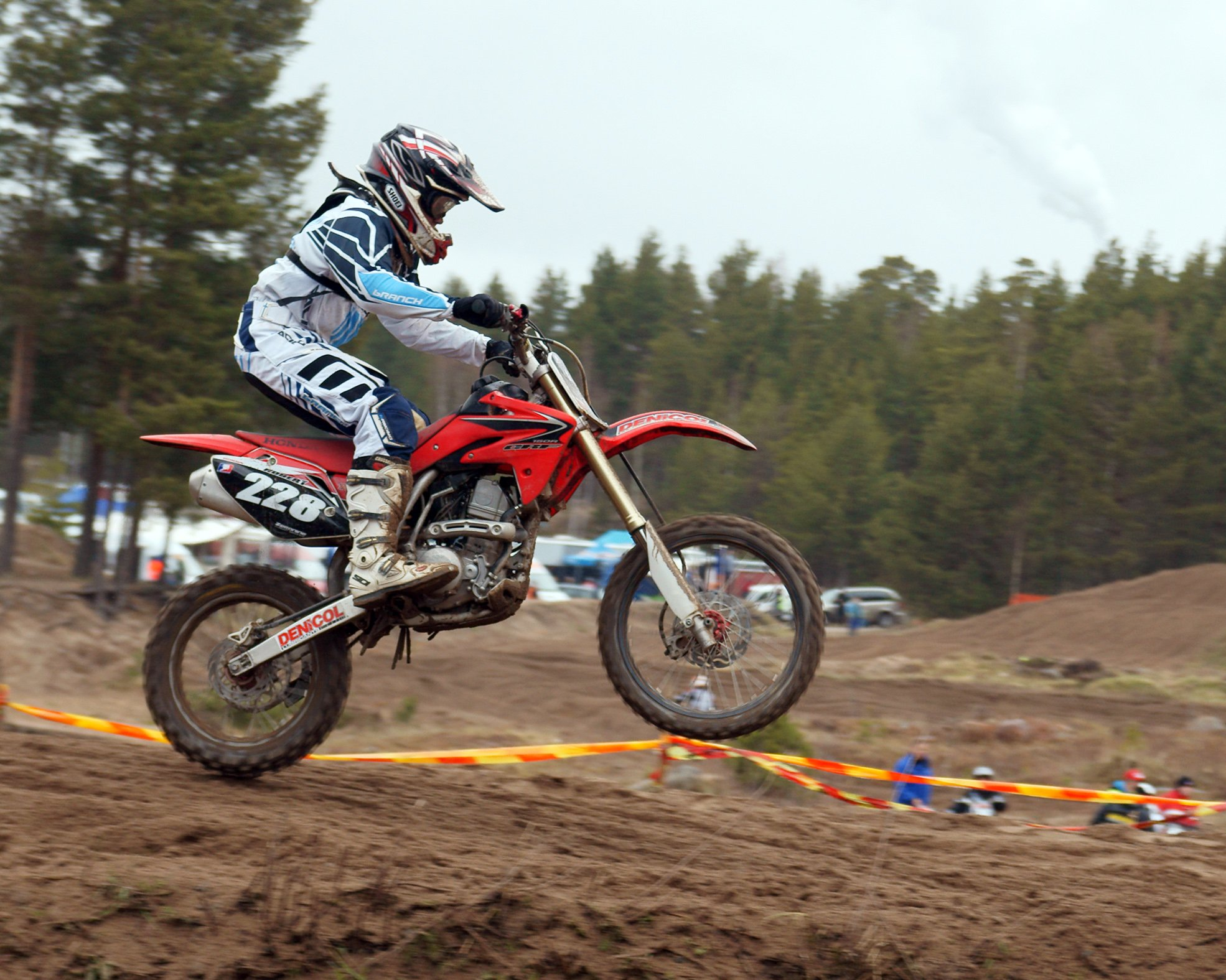 A competitor taking part in the Yyteri SM Motocross competition in Yyteri onMay 9, 2010 | Photo: Wikimedia/kallerna