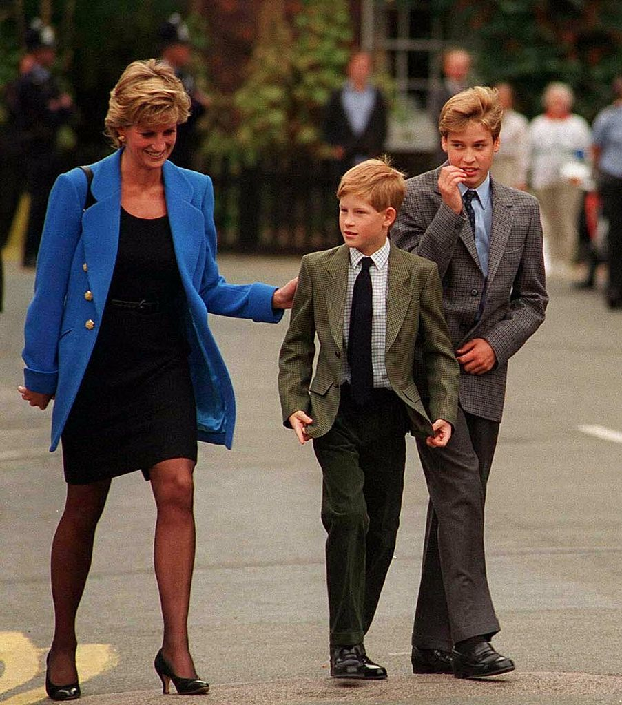 Prince William arrives with Diana, Princess of Wales and Prince Harry for his first day at Eton College on September 16, 1995, in Windsor, England. | Source: Getty Images.