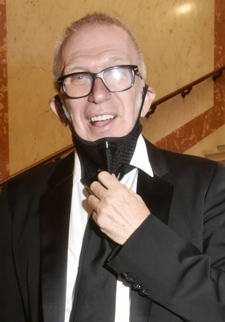 Jean Paul Gaultier assiste à la Maison de Cardin au Théâtre du Châtelet le 21 septembre à Paris, France. | Photo : Getty Images