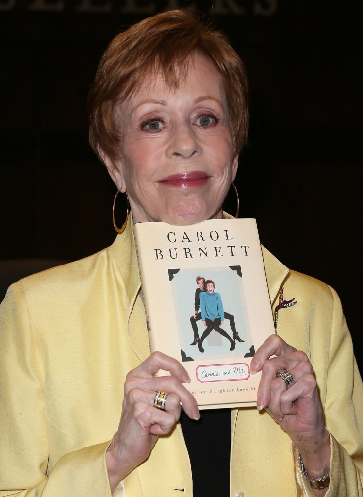 "Carol Burnett attends a signing for her book ""Carrie and Me: A Mother-Daughter Love Story"" 