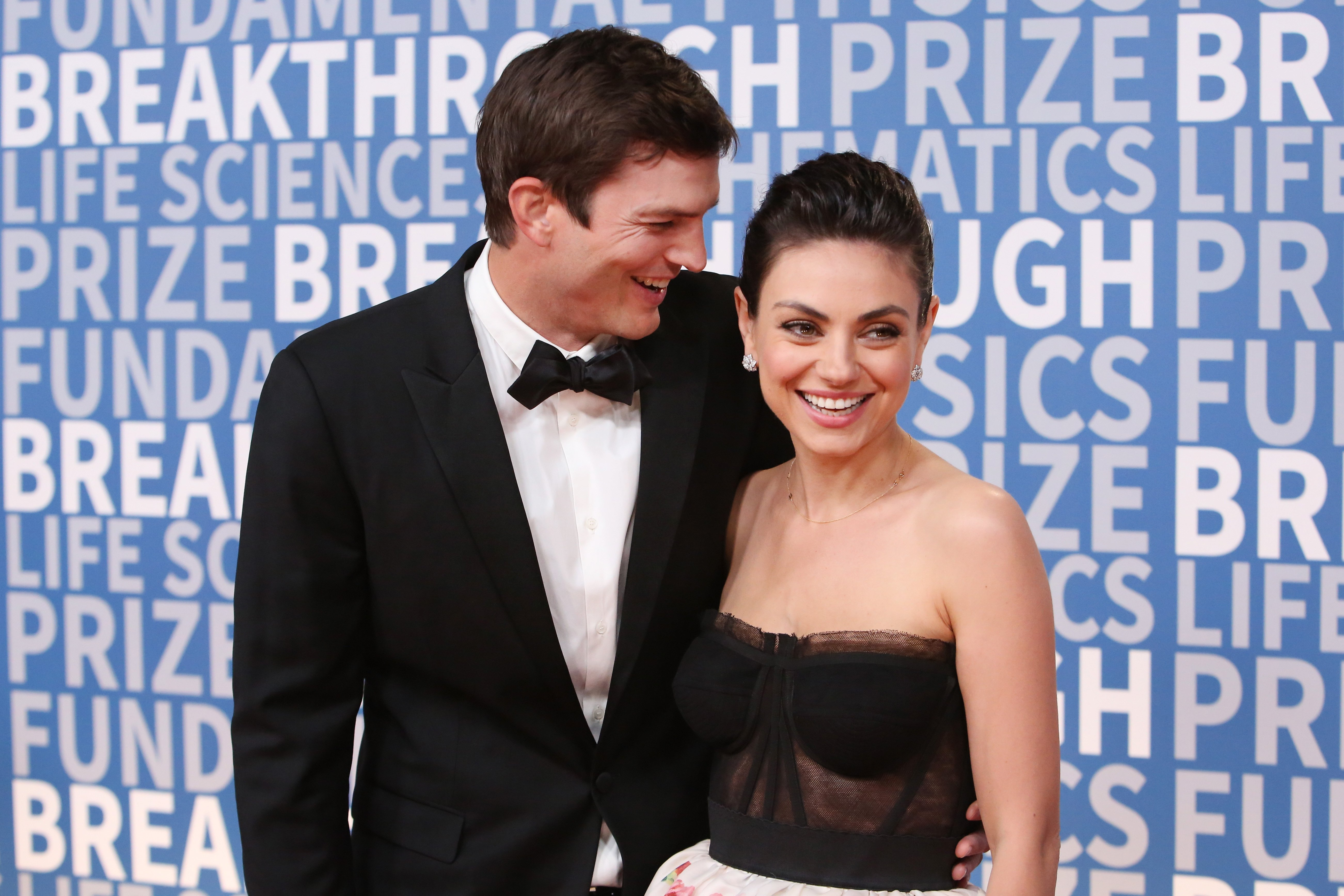 Ashton Kutcher and Mila Kunis pictured at the 2018 Breakthrough Prize at NASA Ames Research Center, 2017, Mountain View, California. | Photo: Getty Images