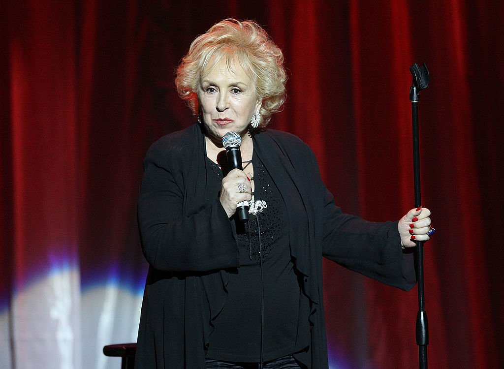 Actress Doris Roberts performs at the International Myeloma Foundation Second Annual Comedy Celebration at the Wilshire Ebell Theatre on November 15, 2008 | Photo: Getty Images