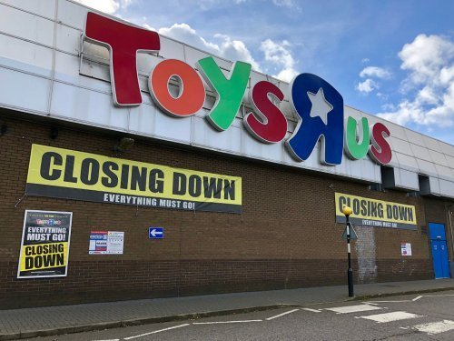 Closing down banners at Toys R Us in Brent Cross, North London, in the UK on March 16, 2018.| Photo: Shutterstock
