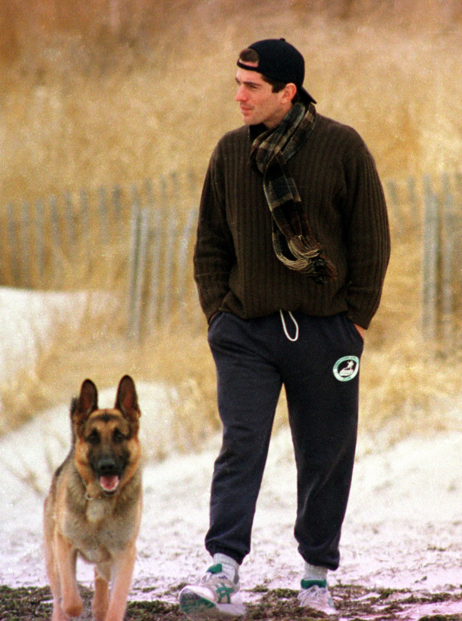 John F. Kennedy Jr. looks out to sea while walking with his dog along the beach in Hyannis Port, Massachusetts, January 24, 1995 | Photo: Getty Images