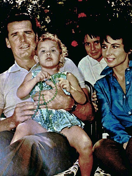 James Garner and his family in 1961. | Source: Wikimedia Commons