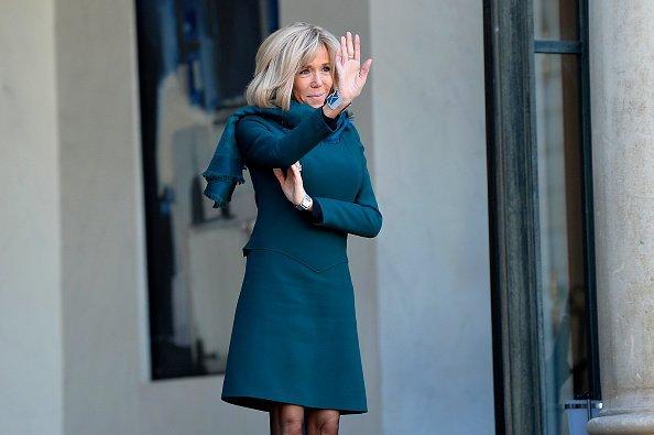 Brigitte Macron, escorte Isabelle Brais après une rencontre entre le président français Emmanuel Macron et le premier ministre du Québec, François Legault, au Palais de l'Élysée, en janvier. | Photo : GettyImage