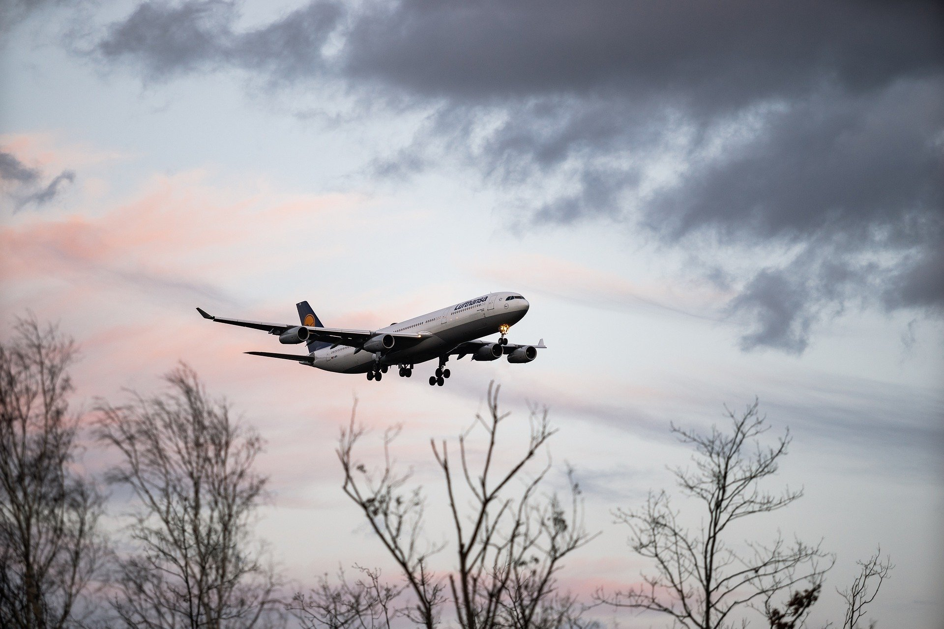 An airplane flying   Source: Pixabay