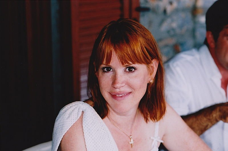 Molly Ringwald in Greece, 2010. | Source: Wikimedia Commons