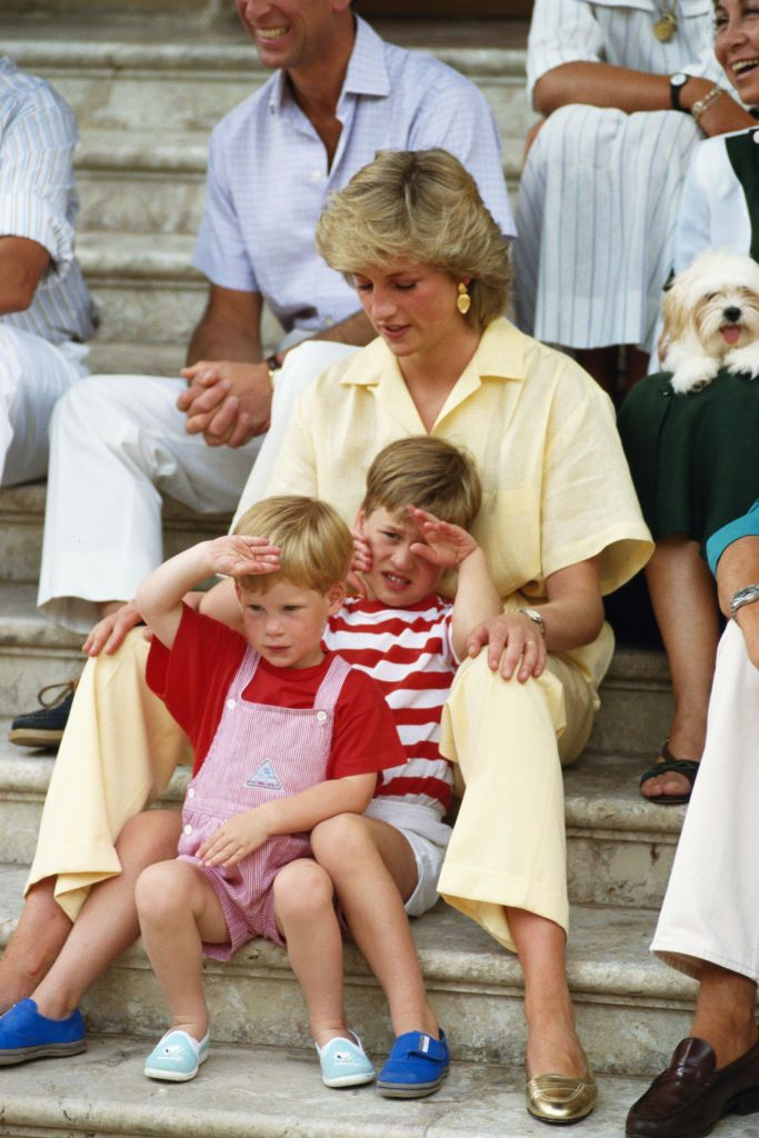 Princess Diana on holiday with her sons Prince Willaim and Harry, and the Spanish royals at Marivent Palace, Majorca in August 1987 | Photo: Terry Fincher/Princess Diana Archive/Getty Images