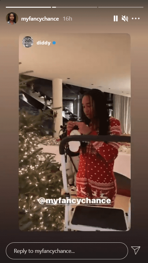 Chance Combs decorating a Christmas tree on Instagram | Photo: Instagram/myfancychance