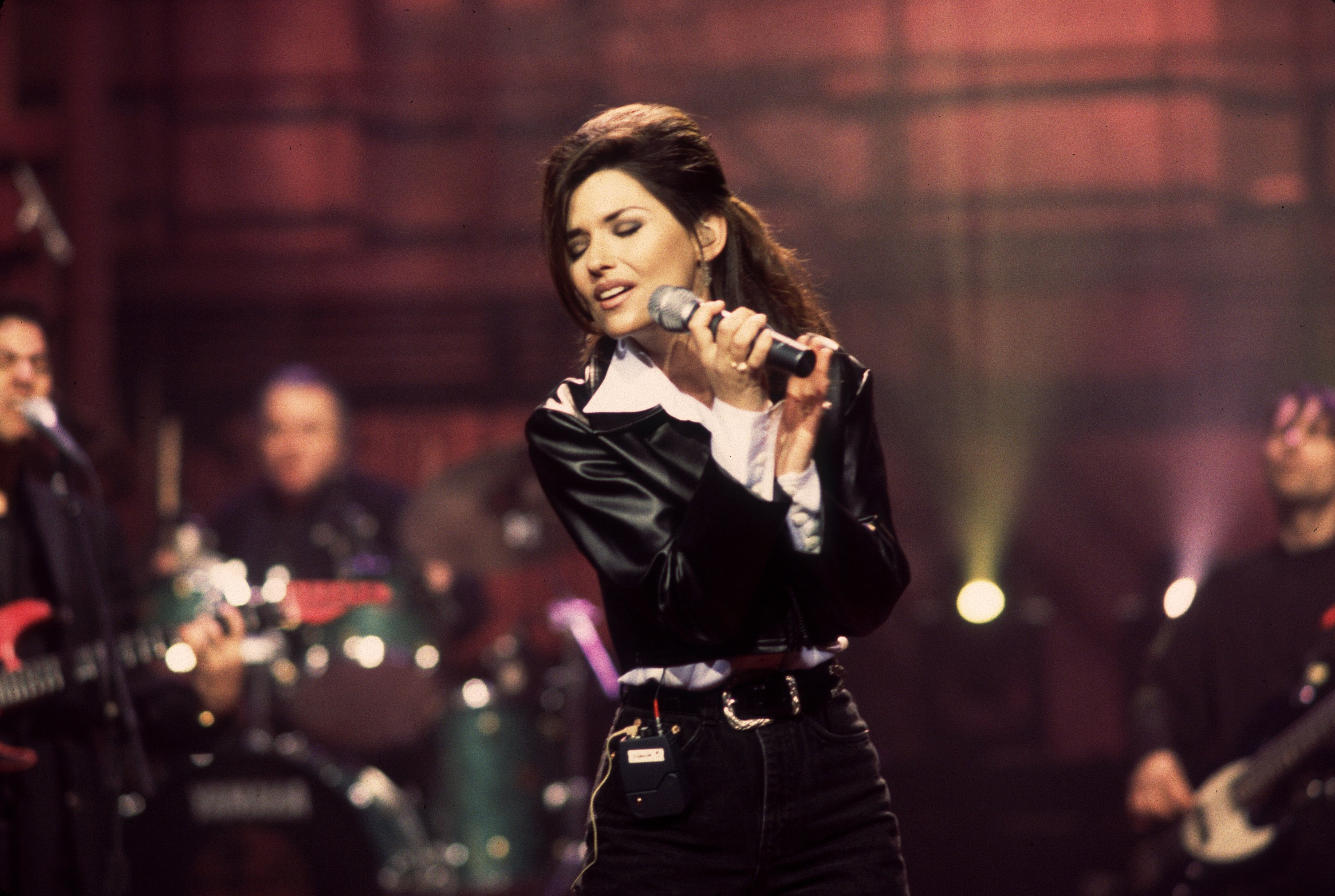 """Shania Twain performing a soundcheck for """"The David Letterman Show"""" in New York, 1996   Photo: Getty Images"""