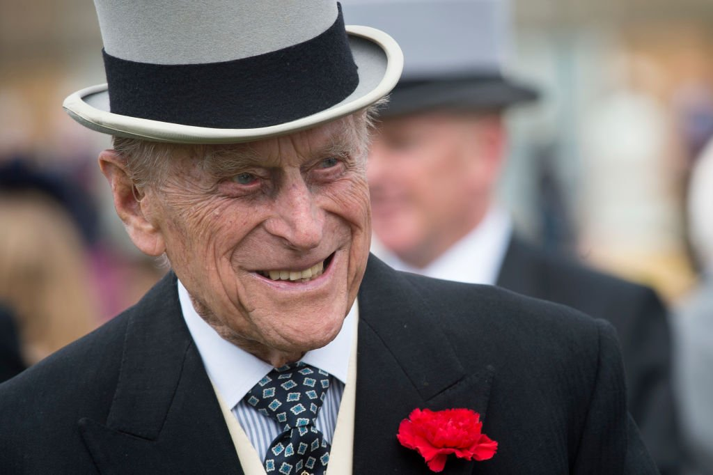 Prince Phillip, Duke of Edinburgh offers a smile while talking to guests during a garden party at Buckingham Palace on May 16, 2017 in London, England | Photo: Getty Images