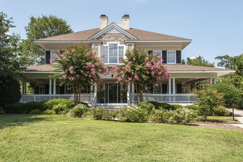 Southern home with wrap around porch. | Source: Shutterstock.
