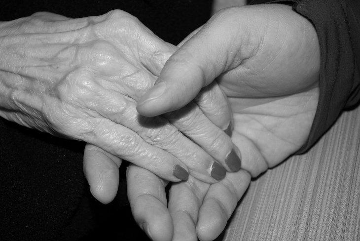 Mains d'un couple.  Photo : Pixabay