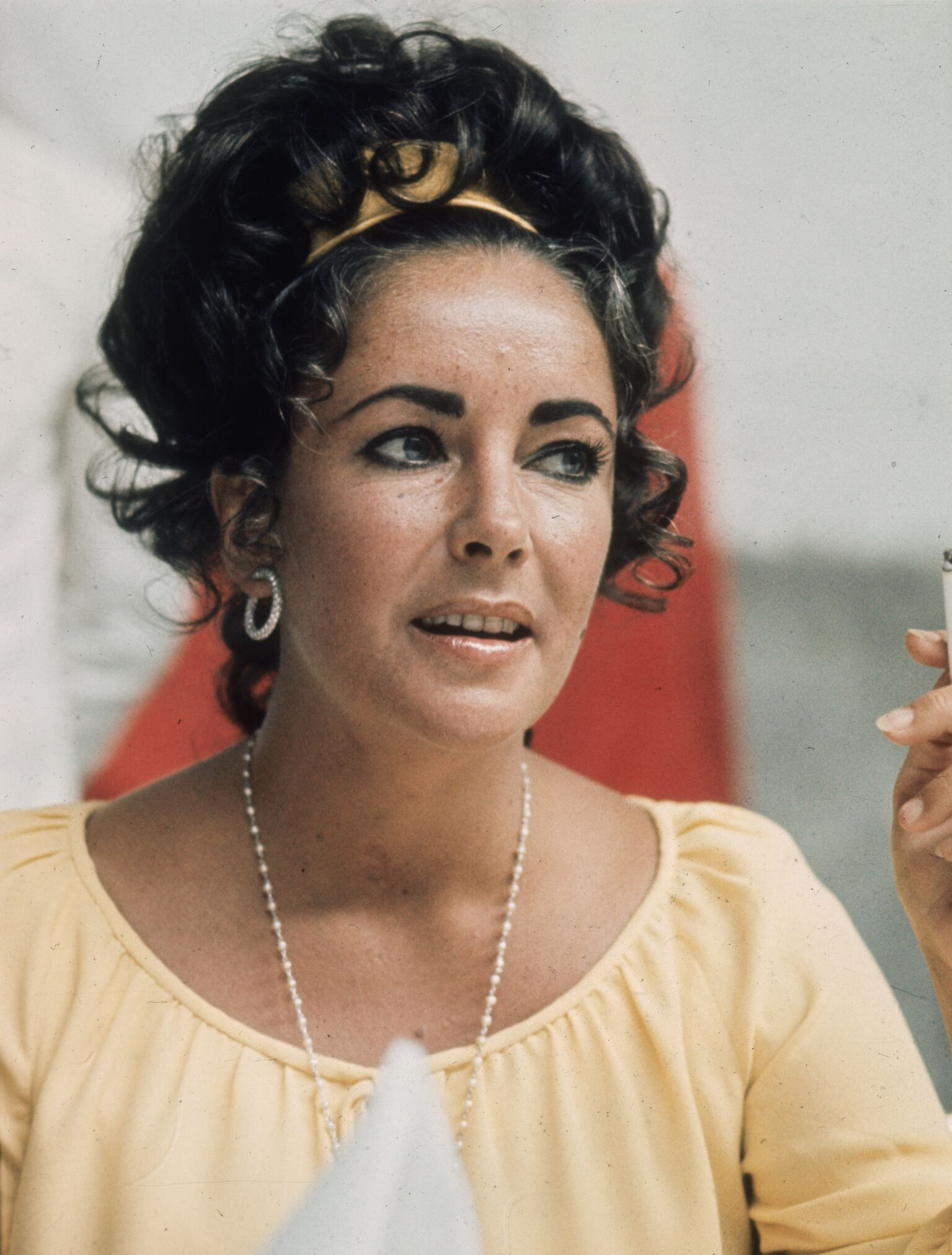 British born American actress Elizabeth Taylor in 1975 | Getty Images