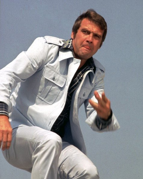 Lee Majors, wearing a white denim suit on the 'The Six Million Dollar Man', circa 1977|Photo:Getty Images