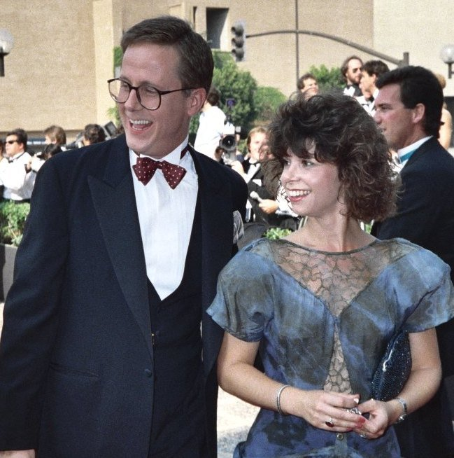 Harry Anderson and a guest at the 1987 Emmy Awards. | Photo: flickr.com/Alan Light