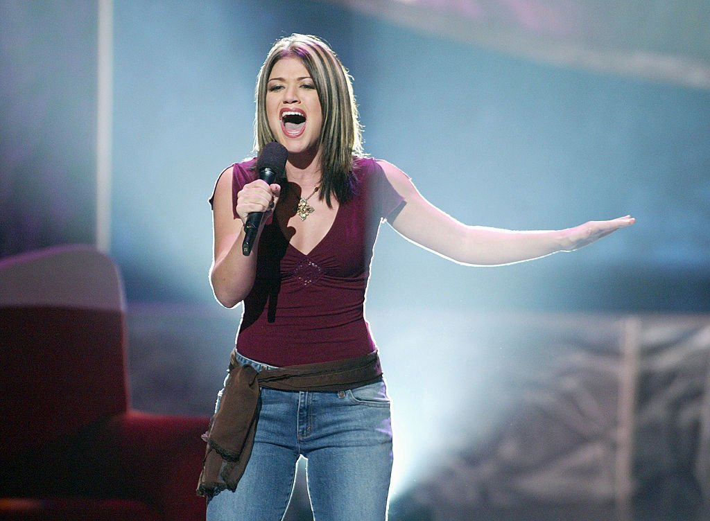 "Kelly Clarkson performs on ""American Idol"" in Los Angeles, California on August 28, 2002 