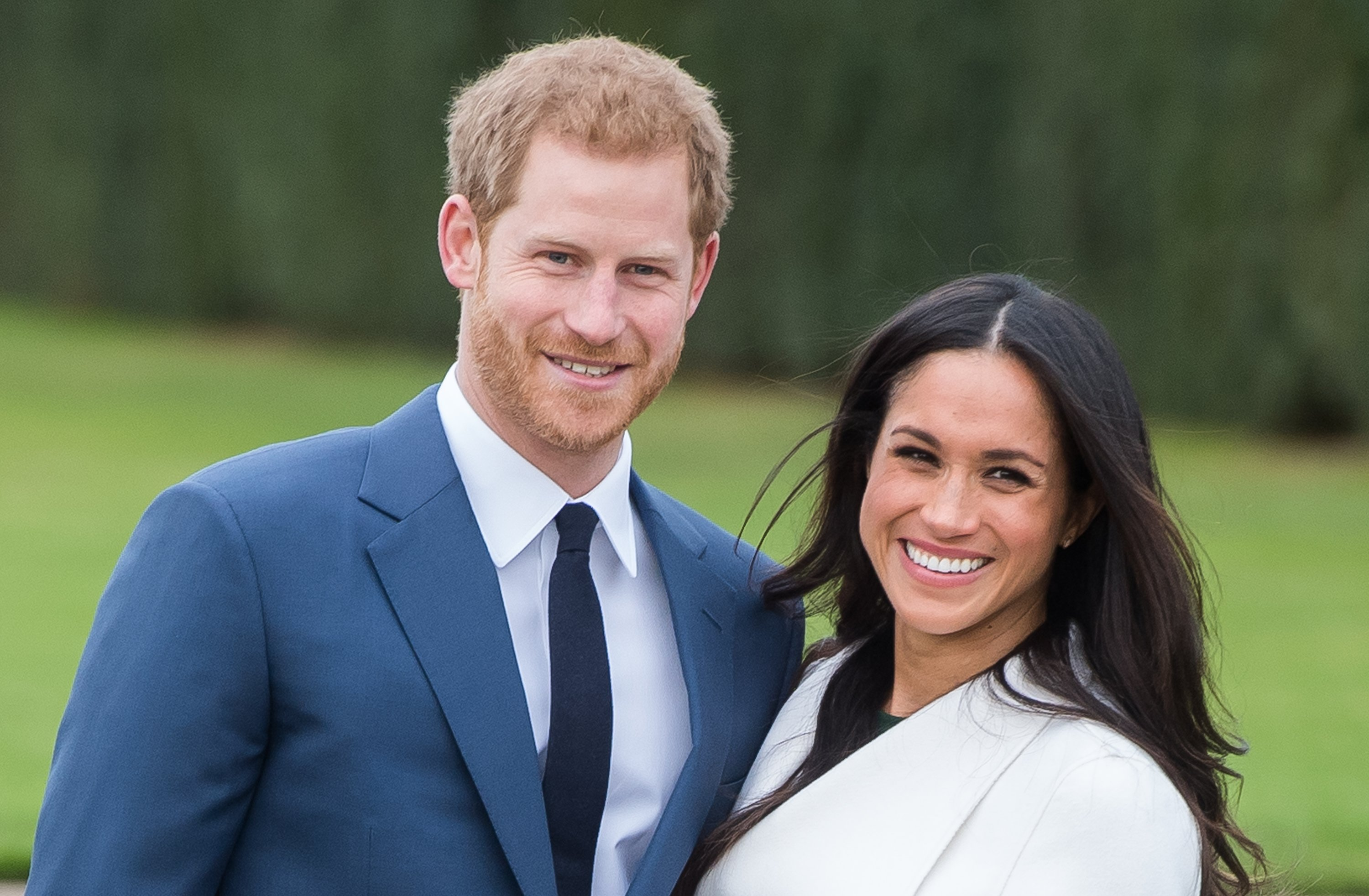 Prince Harry and Meghan Markle during an official photocall at The Sunken Gardens at Kensington Palace on November 27, 2017 in London, England   Photo: Getty Images