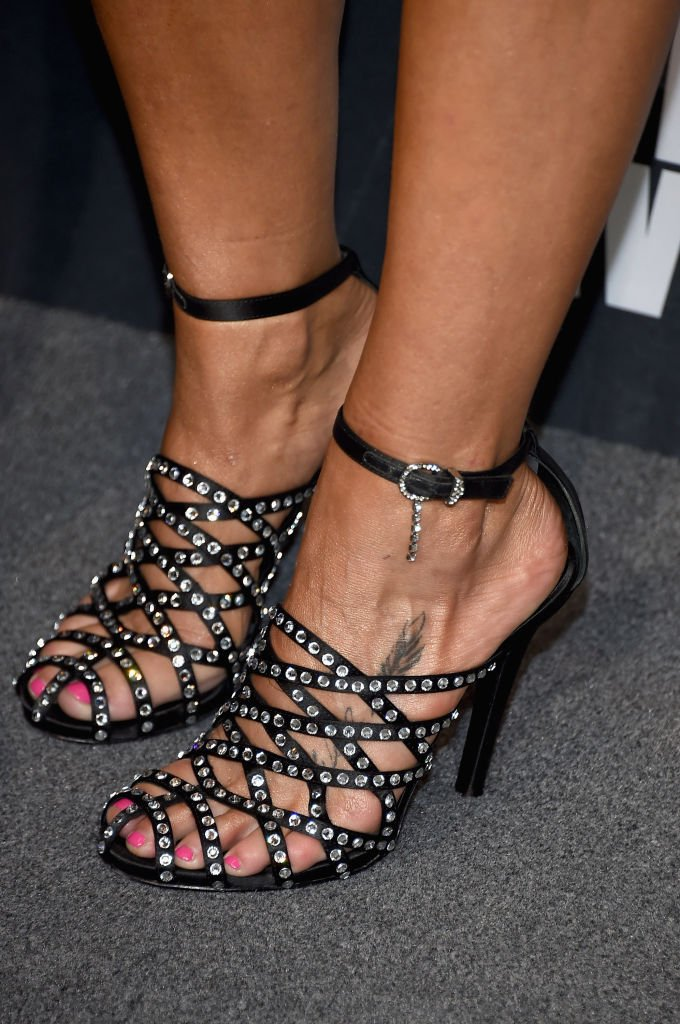Miranda Lambert shoes of a script and feather tattoo as she attends the 2017 CMT Music Awards in Nashville, Tennessee on June 7, 2017 | Photo: Getty Images