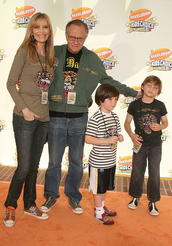 Larry King, Shawn Southwick, and their two sons at the Annual Kid's Choice Awards. | Source: Getty Images