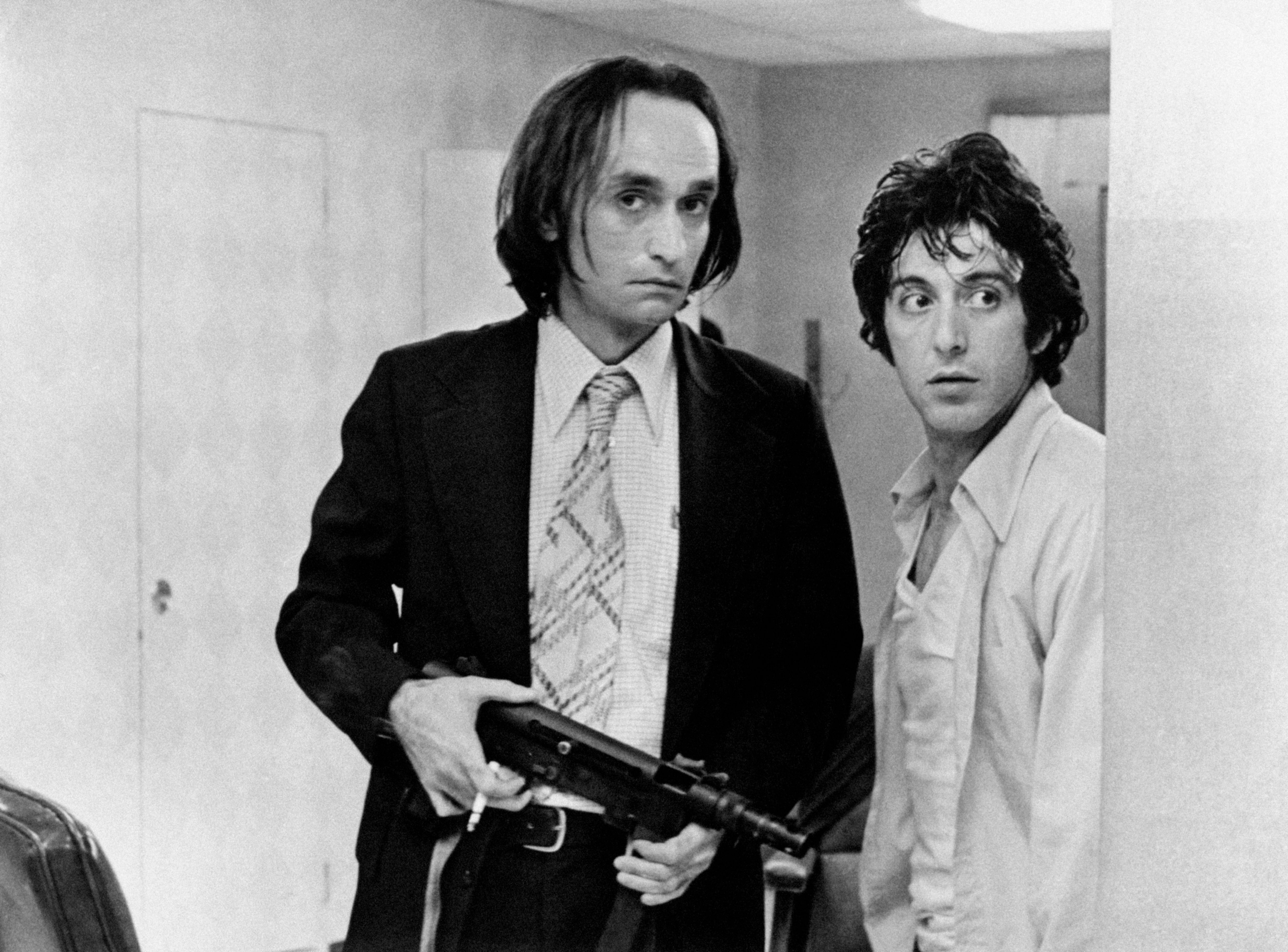 """John Cazale with Al Pacino on the set of the 1975 film """"Dog Day Afternoon"""" 