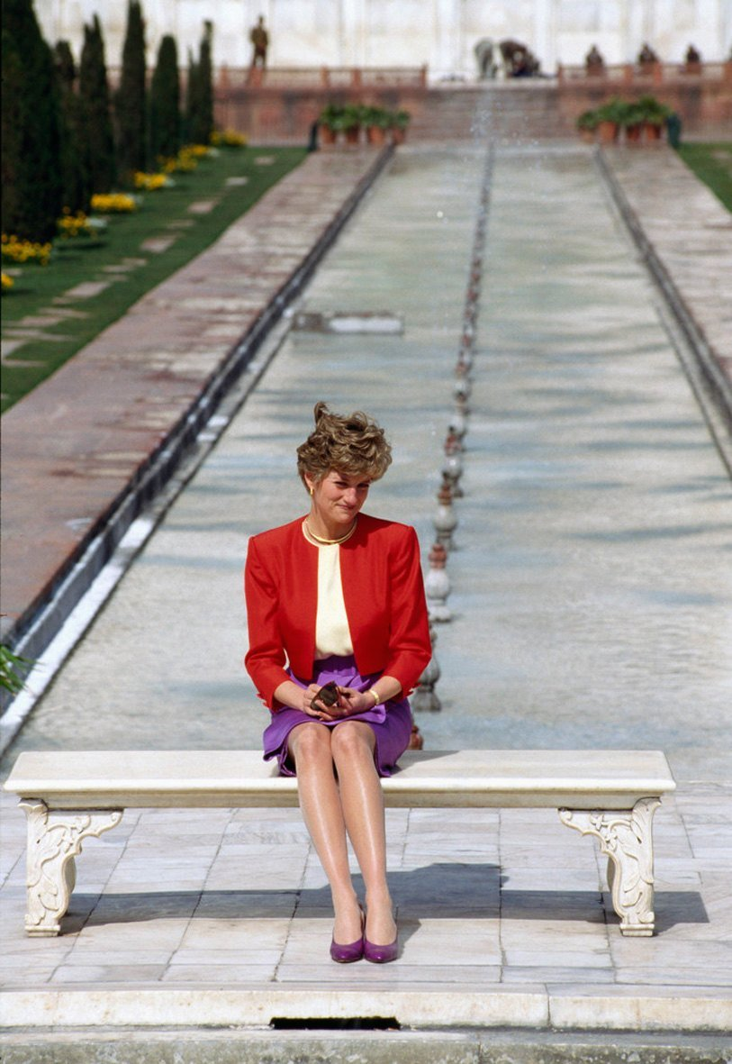 Diana Princess sits in front of the Taj Mahal during a visit to India in February 1992. | Source: Getty Images.