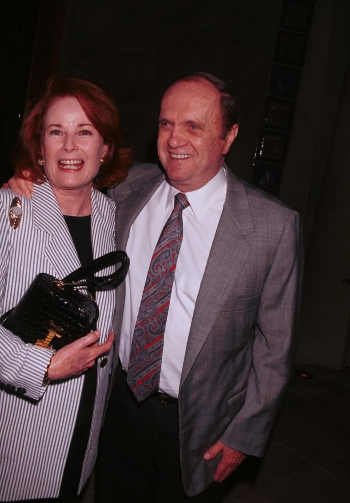 Bob Newhart with his wife, Ginny pose for photographers outside Spago restaurant July 25, 2000 | Photo: GettyImages