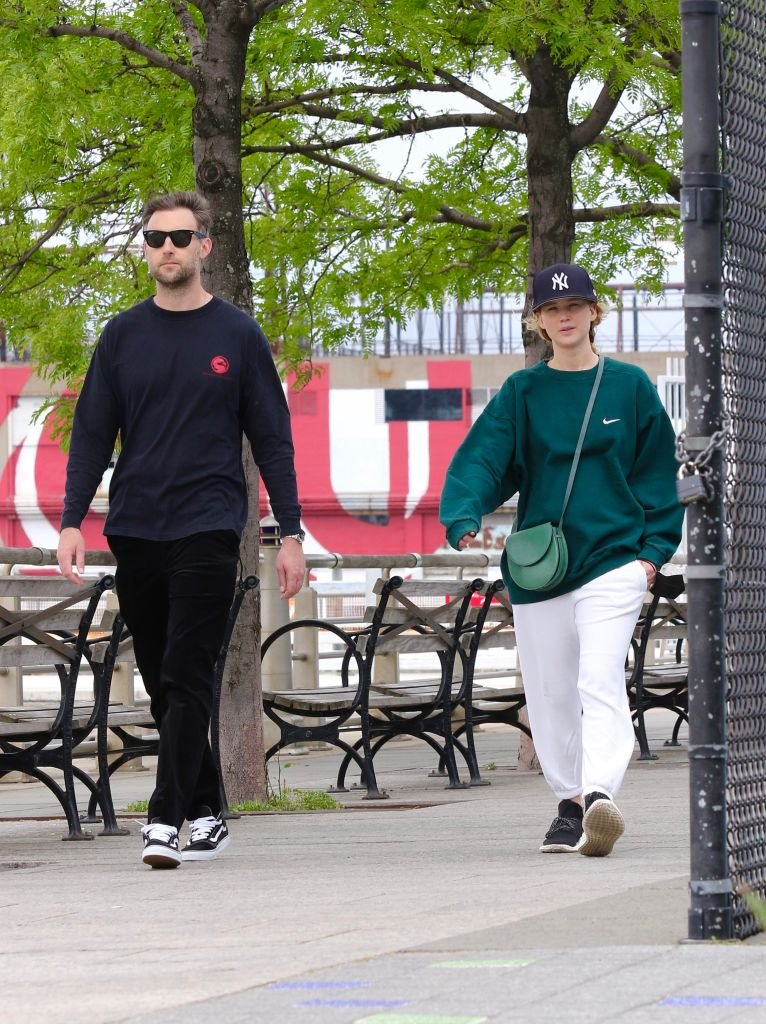 ennifer Lawrence is seen out for a walk by the Hudson river with her husband Cooke Maroney, May 2021 | Source: Getty Images