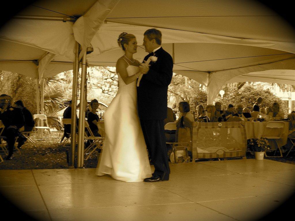 Baile de boda entre padre e hija. | Imagen: Flickr