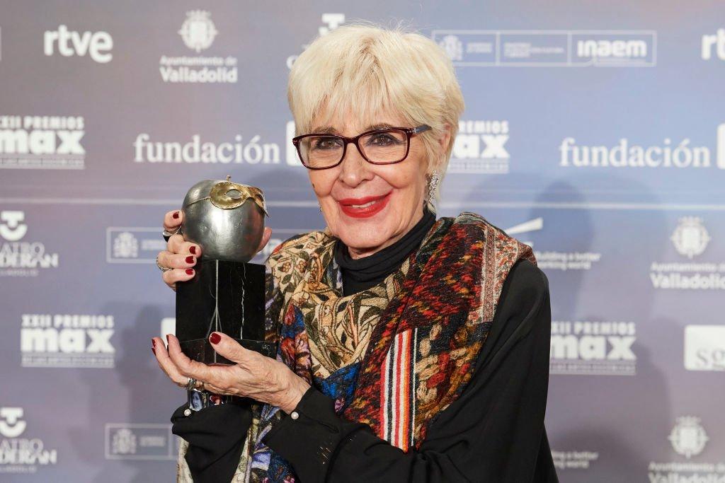 Concha Velasco recibe el Premio Honorífico Máximo durante la ceremonia de entrega de premios MAX 2019 en el Teatro Calderón el 20 de mayo de 2019 en Valladolid, España. | Imagen: Getty Images